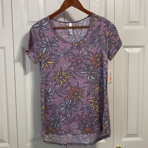 ✨NEW✨LulaRoe Classic T🌼Cute🌺Floral Material Sm